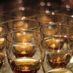 Gentleman und Gentlemen amerikanischer Whiskey oder schottischer Whisky also Scotch bzw. single malt oder Bourbon